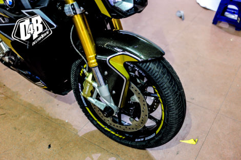 bmw s1000r yellow line candy 4
