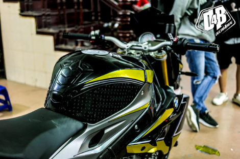 bmw s1000r yellow line candy 5