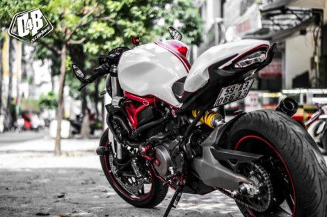 ducati monster 821 trắng đỏ 2