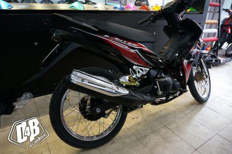ex3000020 exciter 135 2010 red black 01