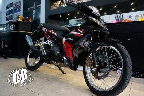 ex3000020 exciter 135 2010 red black 02